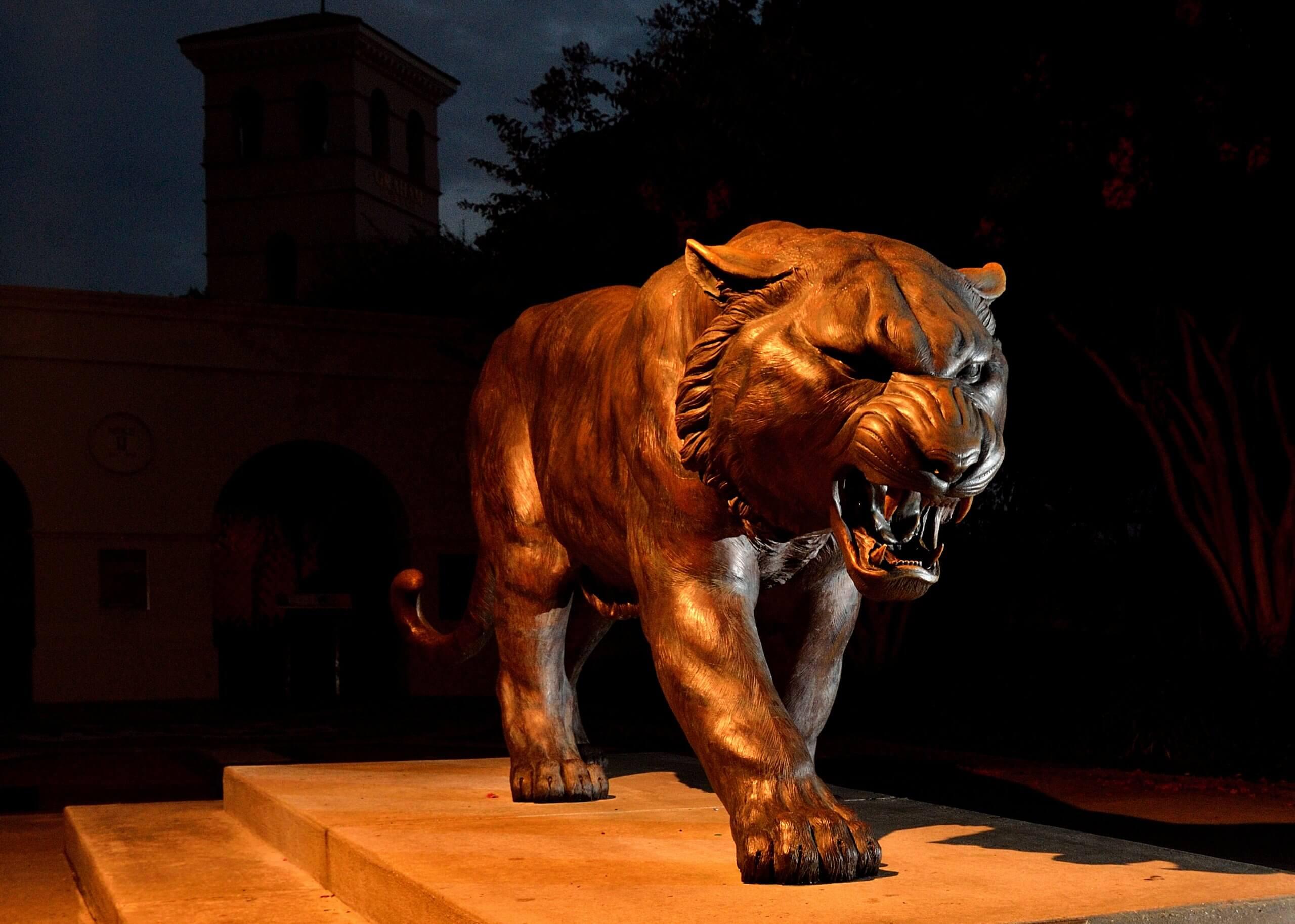 LSU Tigers statue